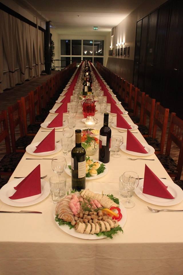 Pidulik laud 70le inimesele Essus